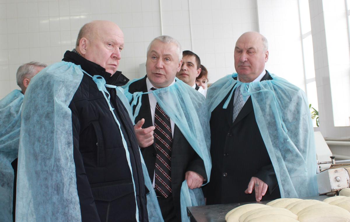 В. Шанцев побывал  на объектах потребительской кооперации  в Семеновском, Гагинском и Ардатовском районе.