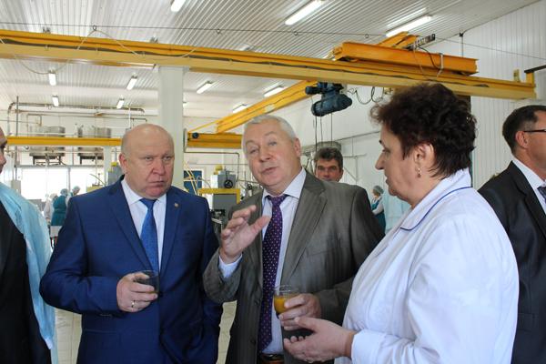 В. Шанцев оценил модернизацию Больше-Бакалдского  консервного завода Нижегородского облпотребсоюза.