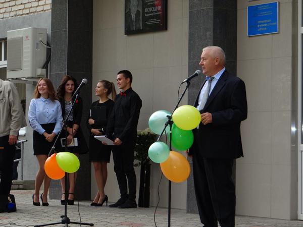 Председатель правления Нижегородского Облпотребсоюза поздравил студентов и преподавателей НЭТК с Днем знаний!