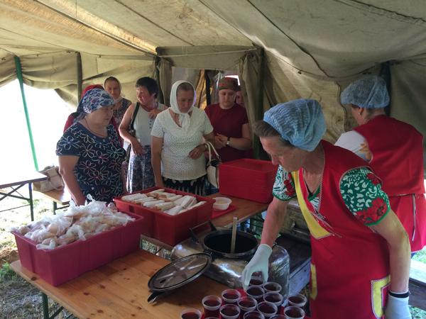 Нижегородские кооператоры накормили паломников со всего света